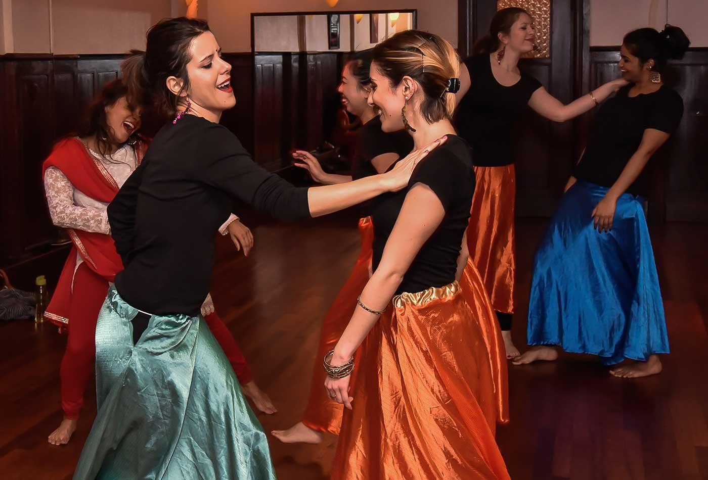 bacherlorette-party-navras-bollywood-dance-amsterdam-min
